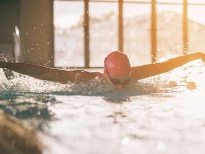 ¿La natación es realmente el ejercicio más completo?