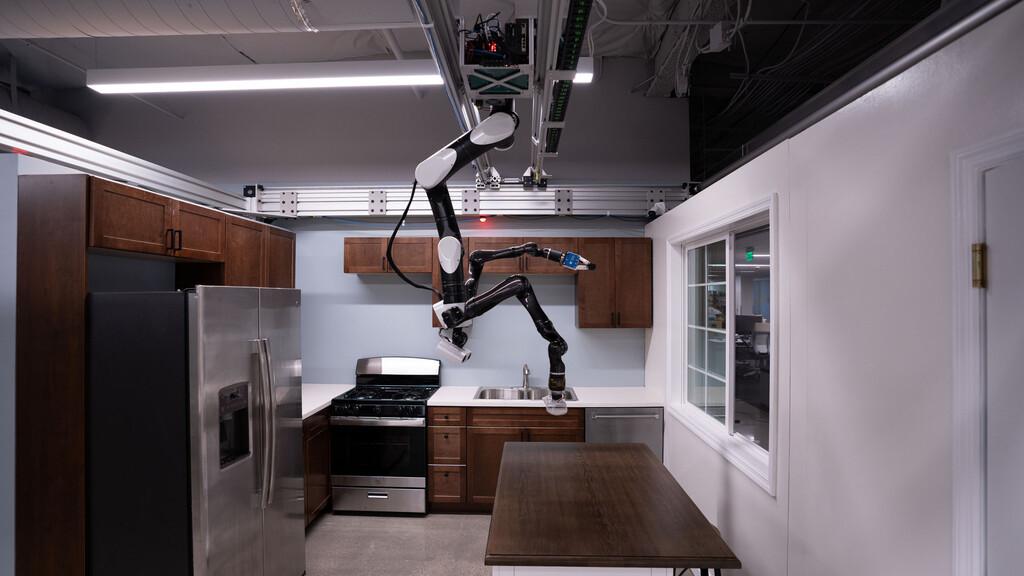 El último robot de Toyota se cuelga del techo para no ocupar área mientras hará tareas del hogar