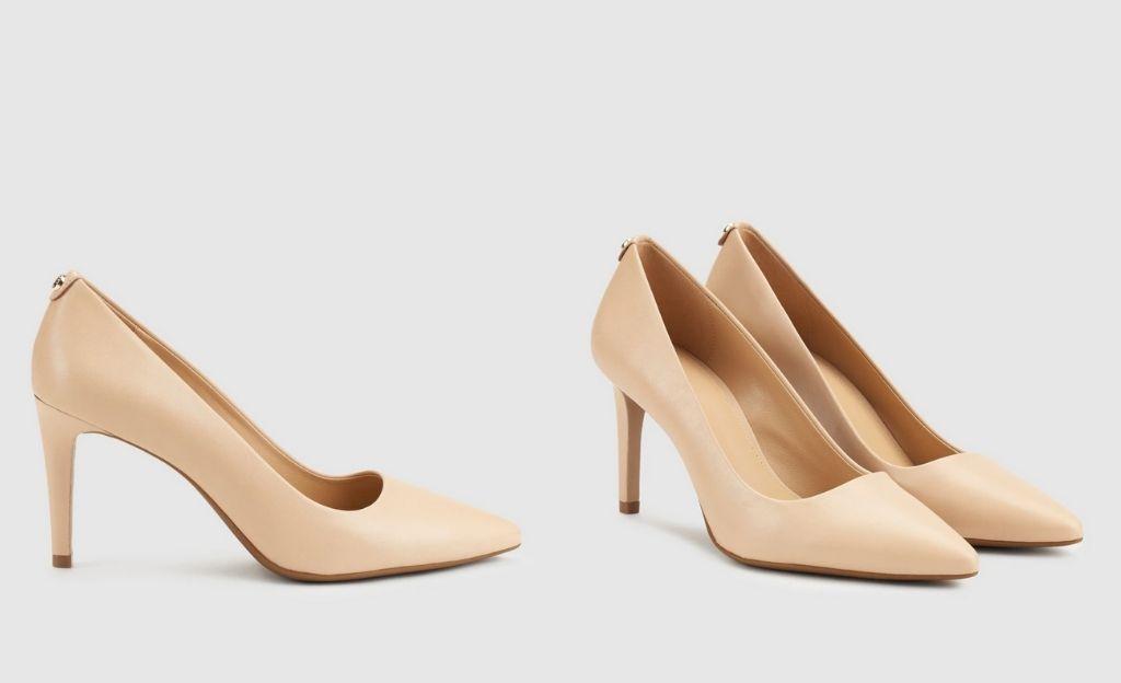 Zapatos de salón de mujer Michael Kors de piel en color nude