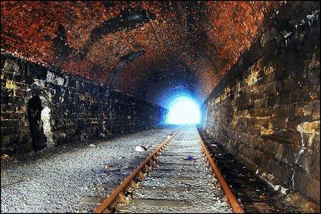 No es la luz al final del túnel, es un tren que se aproxima