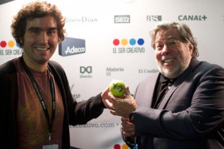 Subastan una manzana firmada por Steve Wozniak para combatir el hambre en Filipinas