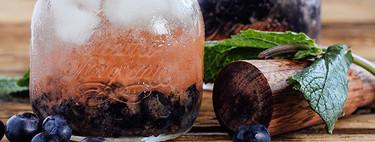 Cóctel refescante de tequila y arándano azul