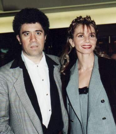 Pedro Almodóvar y Victoria Abril en sus tiempos mozos