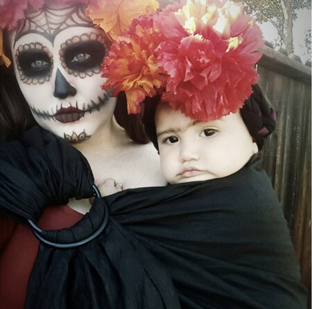 21 ideas 'terroríficas' y divertidas para disfrazarte en Halloween porteando a tu bebé