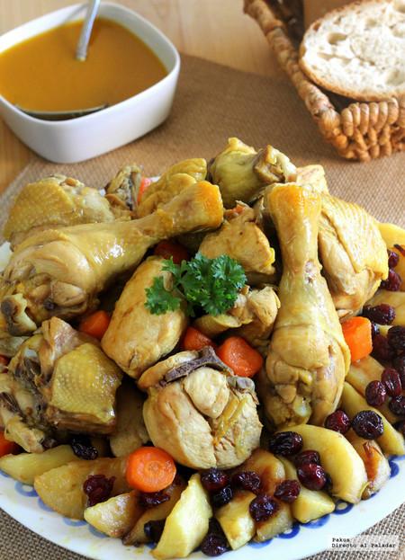 Guiso de pollo de corral a la sidra con manzana y arándanos, receta familiar