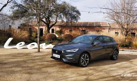 Probamos el SEAT León e-HYBRID. El rey de los compactos ahora es enchufable: limpio en ciudad, resuelto en carretera