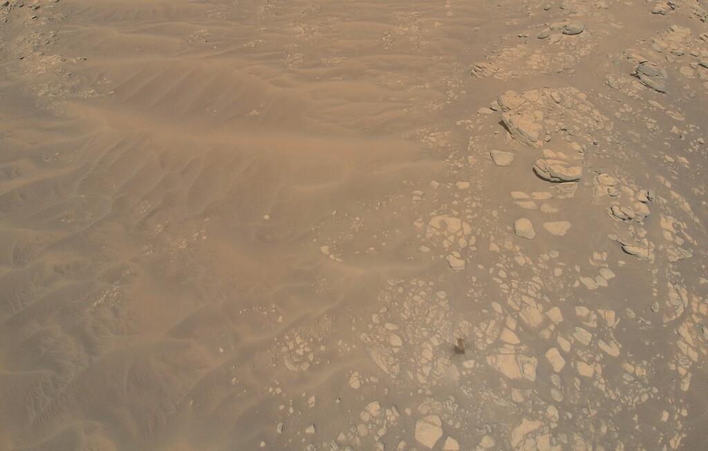 Ingenuity realiza el vuelo más bajo y lento en Marte, consiguiendo así fotografías más detalladas del suelo marciano