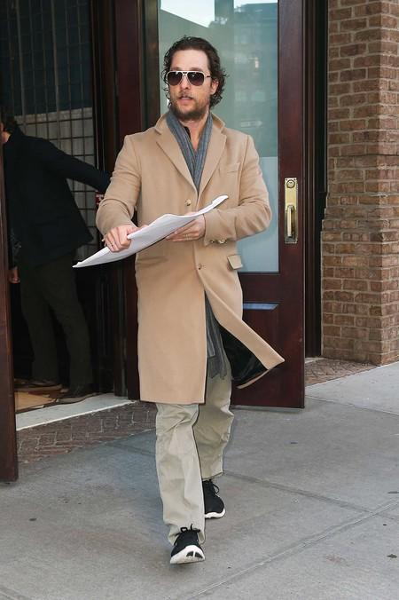 Haz como Matthew McConaughey y no te quedes sin tu abrigo camel