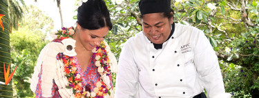 Meghan Markle sorprende con un colorido look y le añade un toque pre-mamá en su segunda jornada en Fiji