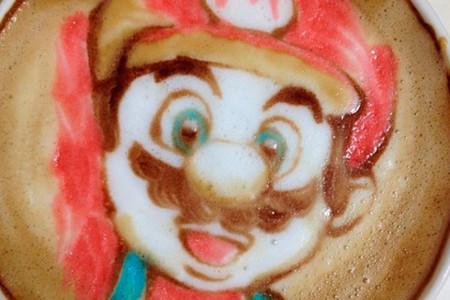 Latte Art a todo color de la mano del barista japonés Nowtoo Sugi