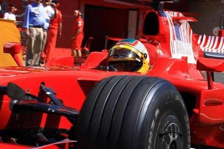 Luca Badoer por delante de Kubica en la primera jornada de test