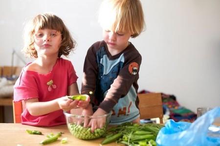 ¿Queréis tener a vuestros hijos entretenidos este verano? ¡Enseñadles a cocinar!