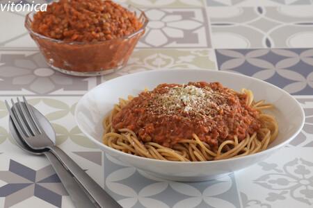 Salsa boloñesa de lentejas: receta saludable vegetariana para tus platos de pasta y mucho más