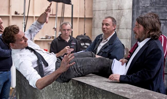 Tom Hiddleston y Ben Wheatley ensayan una escena de High-Rise