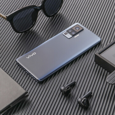 Vivo X51: la compañía china llega a Europa con un super gama media con cámara de 60 aumentos