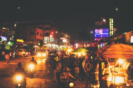 Uganda quiere convertirse en la campeona del turismo africano. ¿Su plan? Fiesta, famosos y machismo
