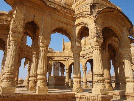 Los cenotafios de Bada Bagh: un gran jardín en el desierto