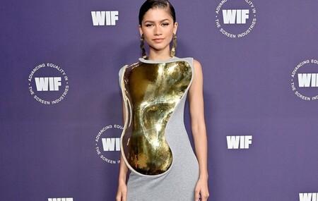 El vestido con coraza dorada de Zendaya es de Loewe y lo vimos desfilar en París hace menos de una semana