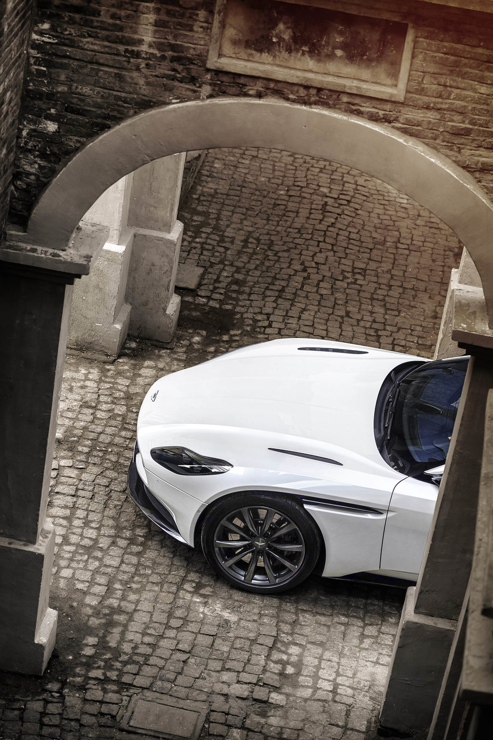 Foto de Aston Martin DB11 V8 (12/21)