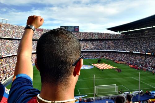 Chollos en ropa deportiva en Deporte-Outlet: articulos oficiales FC Barcelona rebajados hasta un 70% y rebajas en Asics o Adidas