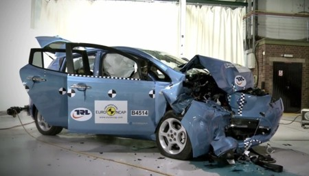 Nissan LEAF 2011 después de un crash test Euro NCAP