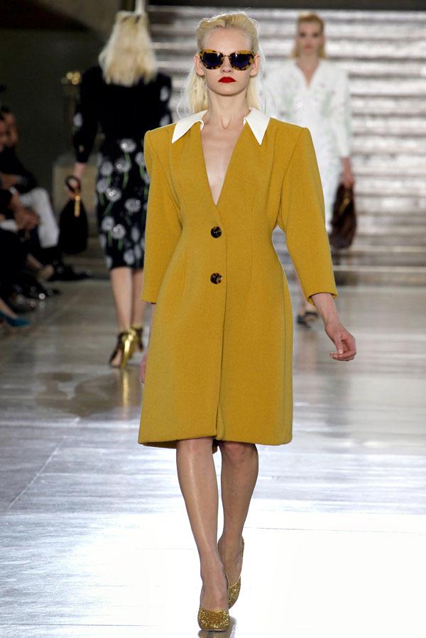 Foto de Miu Miu Otoño-Invierno 2011/2012 en la Semana de la Moda de París: Miuccia Prada al rescate (6/20)