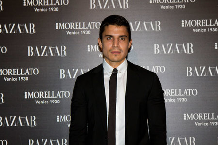 Álex González fiesta Harper's Bazaar