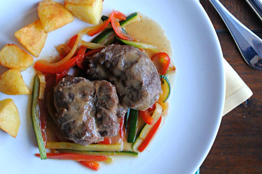 Carrilleras de cerdo ibérico en salsa de vino blanco y vainilla, receta para una ocasión especial