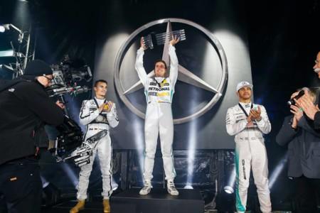 Mercedes-Benz Stars & Cars, el día que Juncadella venció a Hamilton y Rosberg