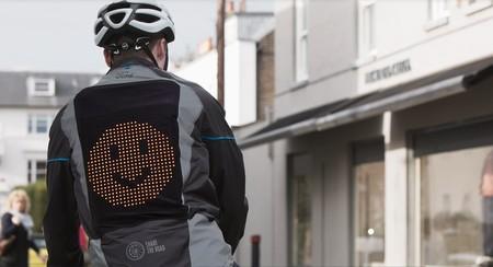 Ford crea chamarra con emojis para que los ciclistas se expresen mejor en las vialidades
