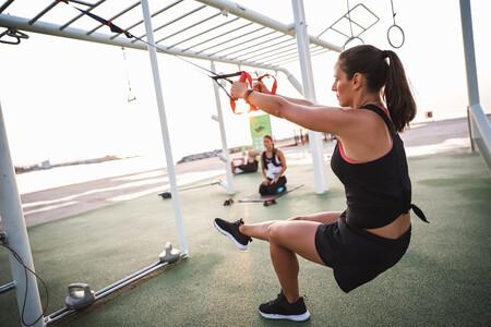Cómo trabajar todos los grupos musculares tanto dentro como fuera de casa con correas TRX