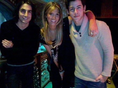 Al pequeño Nick Jonas le gusta Delta Goodrem