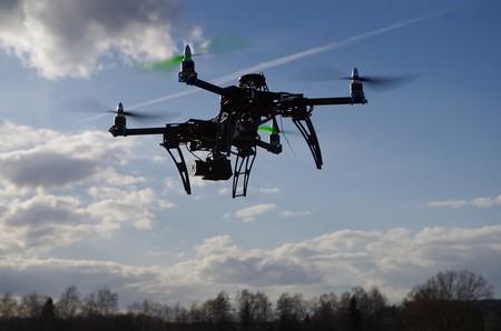 Como los drones son peligrosos en los aeropuertos: el cazador de drones