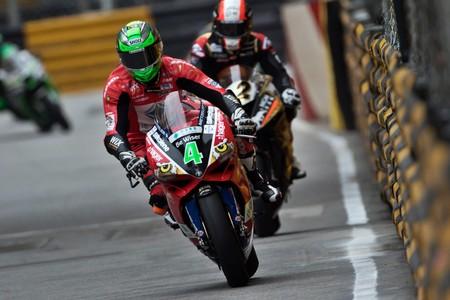 Glenn Irwin vence un GP de Macao disputado a 7 vueltas después de un accidente grave
