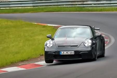 En proximo Porsche 911 GT3 de 2021 ya está metiendo miedo en Nürburgring, ¡y suena descomunal!