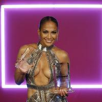 Jennifer López lo enseña todo en sus looks para los Billboards Awards y está espectacular