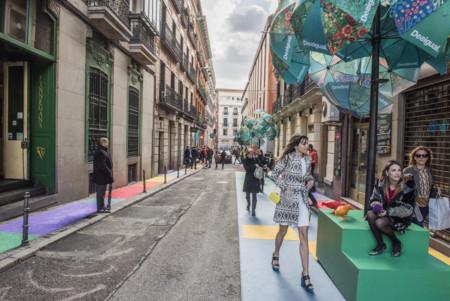 La calle Santo Tomé de Madrid transformada en un Fuorisalone gracias a la creatividad de Desigual