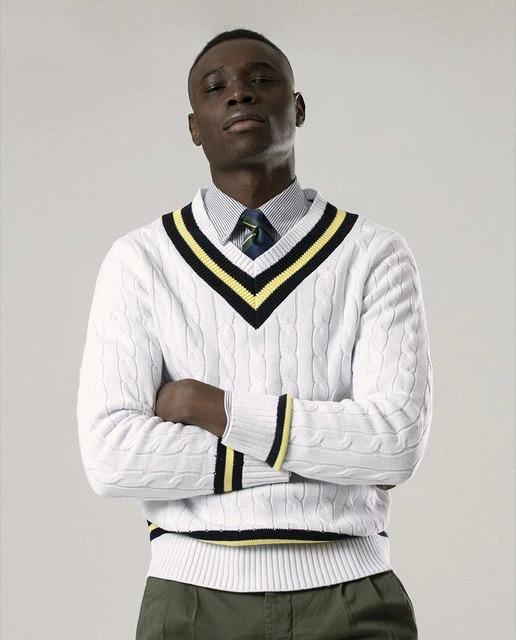 Jersey de hombre en color blanco con cuello de pico
