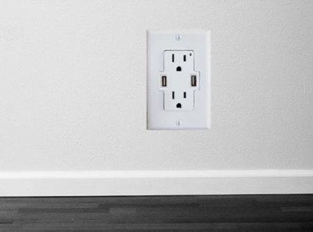 Enchufe de pared con puertos USB