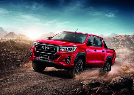 La Toyota Hilux pone cara de ruda con sus nuevas versiones Rocco y Revo