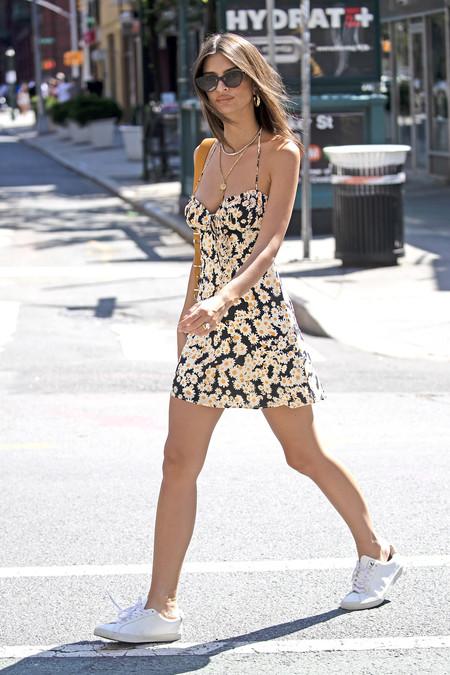 Las zapatillas Veja son las favoritas de celebrities como Emily Ratajkowski y Katie Holmes y estos modelos de piel son lo más