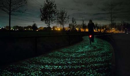 El maravilloso carril de bicicletas que se ilumina en la noche