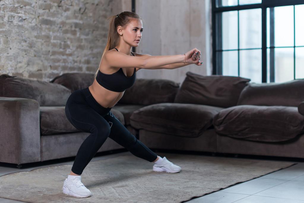 Entrenamiento en casa orientado a la pérdida de peso: una rutina con ejercicios sin material
