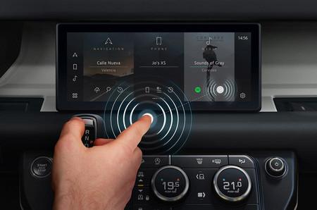 Jaguar Land Rover está probando con nuevas pantallas a prueba de virus y bacterias