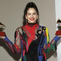 """""""Gracias a todas las mujeres de la industria yo estoy aquí liderando mi proyecto"""": así fue el discurso de Rosalía en los Grammy"""