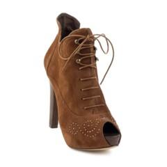 Foto 14 de 14 de la galería este-invierno-se-llevan-los-botines-de-tacon-y-de-cordones-atate en Trendencias