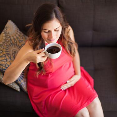Incluso media taza de café al día durante el embarazo podría afectar en el tamaño y peso del bebé