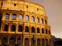 El Coliseo romano se encuentra inclinado