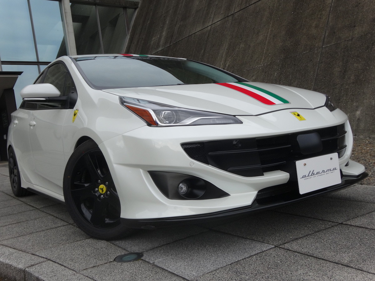 Toyota Prius convertido a Ferrari FF