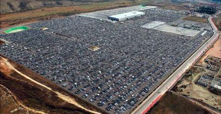 La imagen de la crisis de ventas de automóviles en primera plana